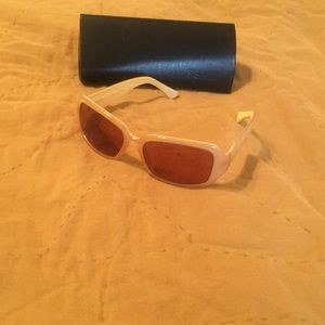 *LOWEST*Women's Fendi cream & gold EUC sunnies